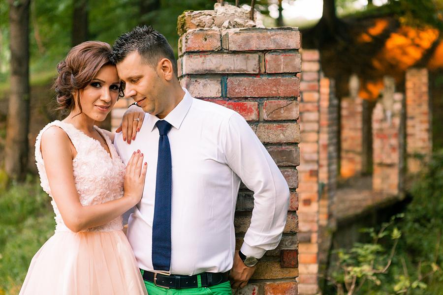 FOTOVIVA Fotografii logodnă  Fântâna cu cireși Câmpina