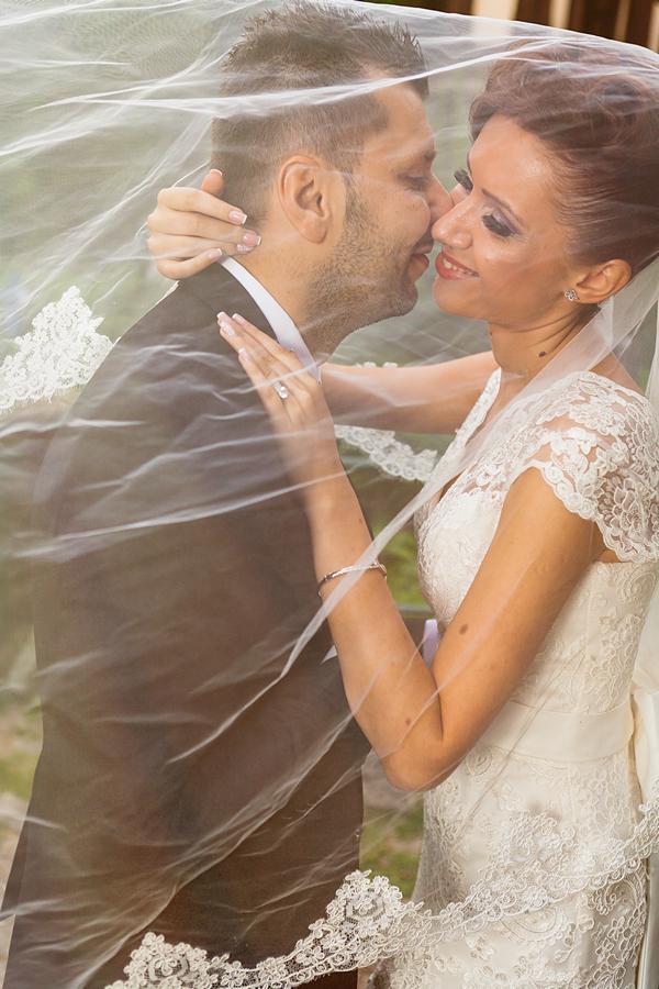 FOTOVIVA Fotografii după nuntă  Sinaia Castelul Peleș